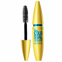 Maybelline The Colossal Waterproof ripsmetušš, Glam Black (10 ml)